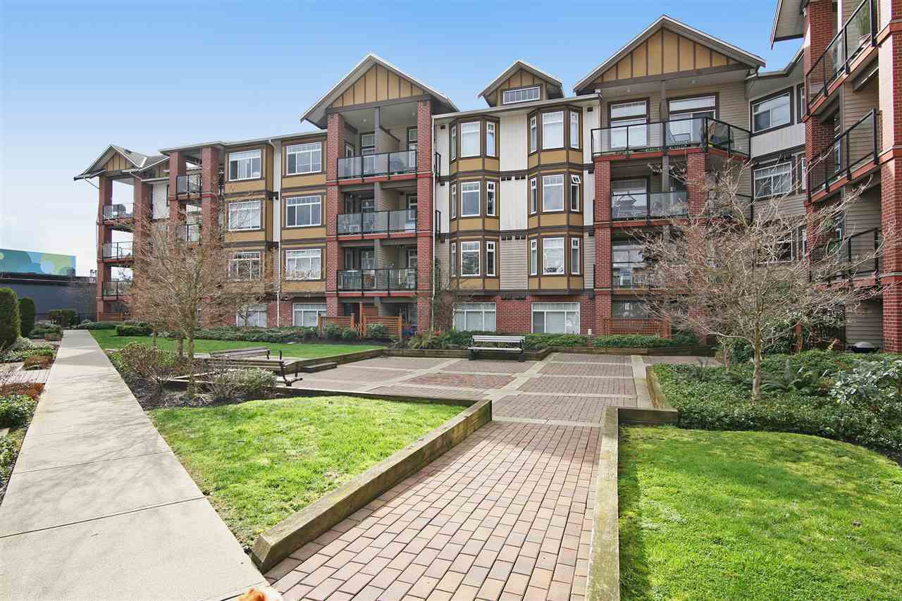 "Main Photo: 152 5660 201A Street in Langley: Langley City Condo for sale in ""PADDINGTON STATION"" : MLS®# R2063812"