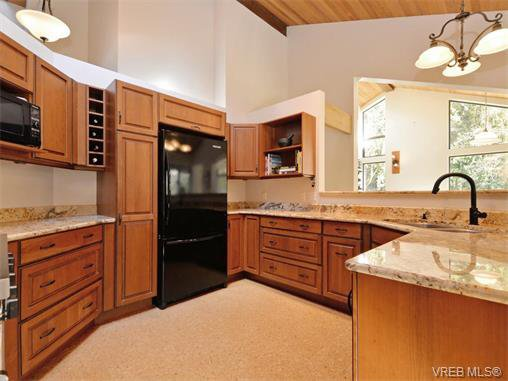 Photo 3: Photos: 1466 Tatlow Road in NORTH SAANICH: NS Lands End Single Family Detached for sale (North Saanich)  : MLS®# 374504