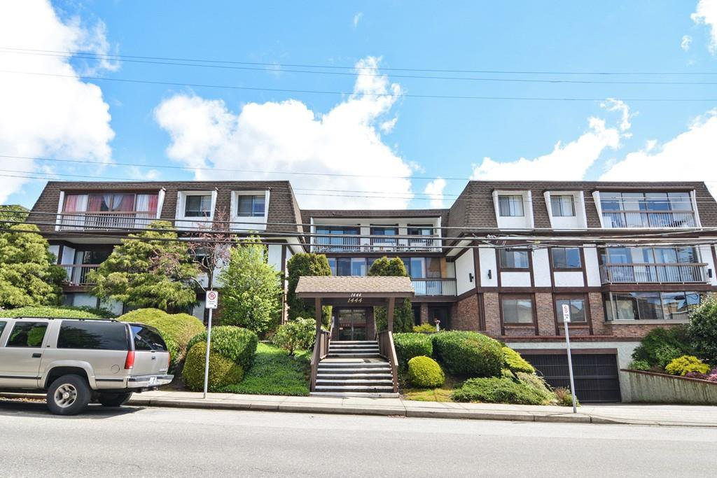 "Main Photo: 106 1444 MARTIN Street: White Rock Condo for sale in ""Martinview Manor"" (South Surrey White Rock)  : MLS®# R2158533"