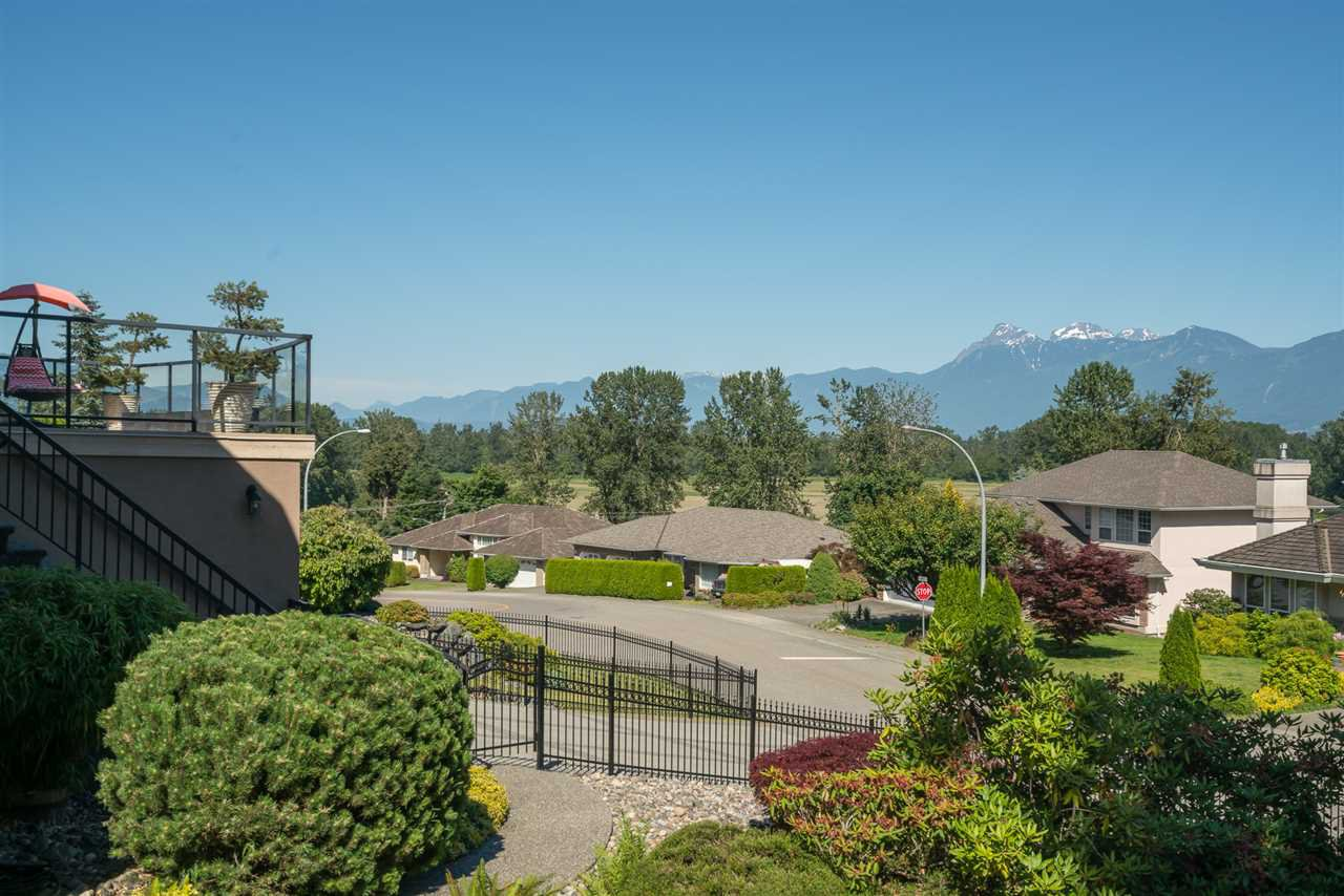 Photo 5: Photos: 8675 SUNBURST Place in Chilliwack: Chilliwack Mountain House for sale : MLS®# R2194271