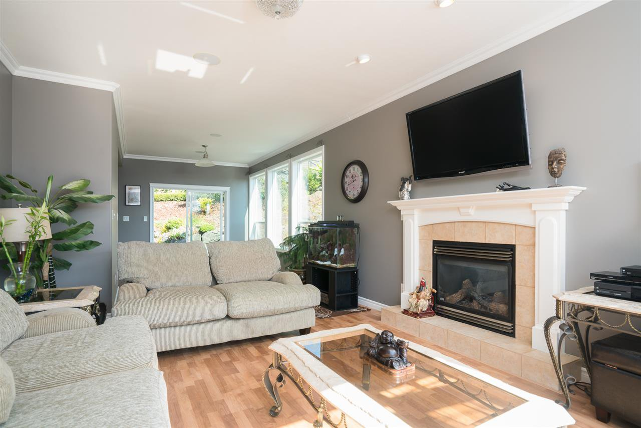 Photo 12: Photos: 8675 SUNBURST Place in Chilliwack: Chilliwack Mountain House for sale : MLS®# R2194271