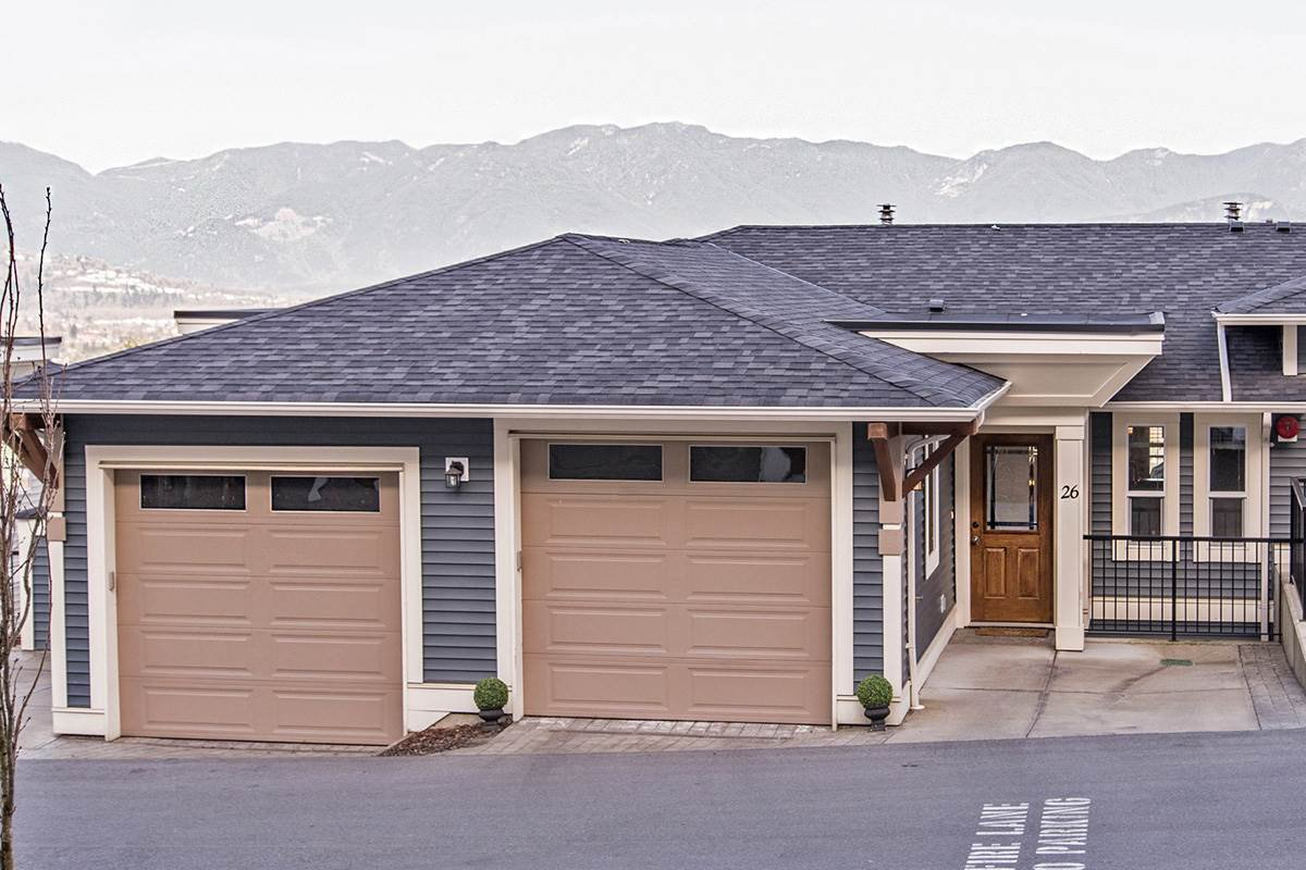 """Main Photo: 26 47315 SYLVAN Drive in Sardis: Promontory Townhouse for sale in """"PROMONTORY HEIGHTS"""" : MLS®# R2237174"""