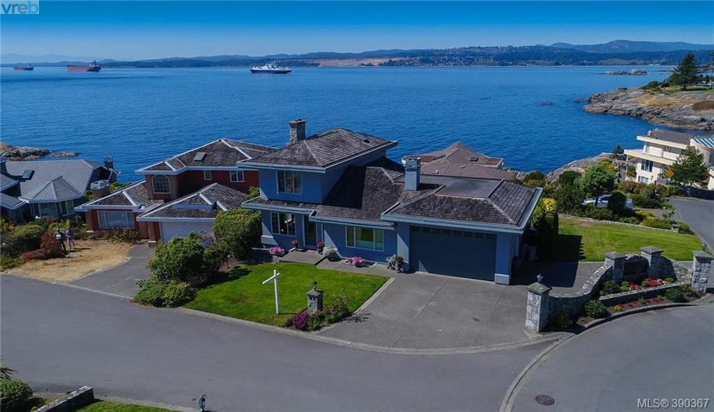 Main Photo: 9 300 Plaskett Pl in VICTORIA: Es Saxe Point Single Family Detached for sale (Esquimalt)  : MLS®# 784553