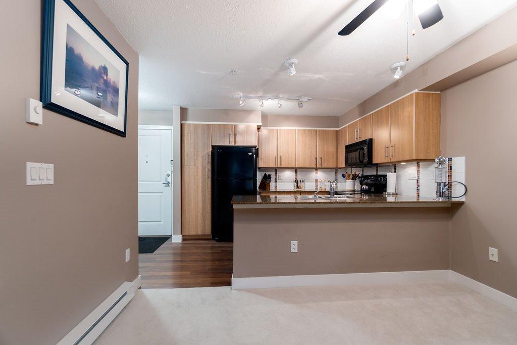 "Photo 5: Photos: 210 12020 207A Street in Maple Ridge: Northwest Maple Ridge Condo for sale in ""WESTBROOKE"" : MLS®# R2326157"