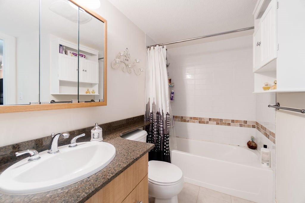 "Photo 13: Photos: 210 12020 207A Street in Maple Ridge: Northwest Maple Ridge Condo for sale in ""WESTBROOKE"" : MLS®# R2326157"