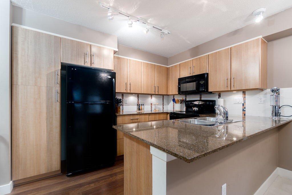 "Photo 4: Photos: 210 12020 207A Street in Maple Ridge: Northwest Maple Ridge Condo for sale in ""WESTBROOKE"" : MLS®# R2326157"