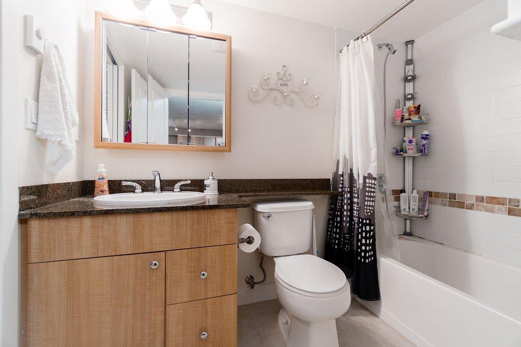 "Photo 14: Photos: 210 12020 207A Street in Maple Ridge: Northwest Maple Ridge Condo for sale in ""WESTBROOKE"" : MLS®# R2326157"