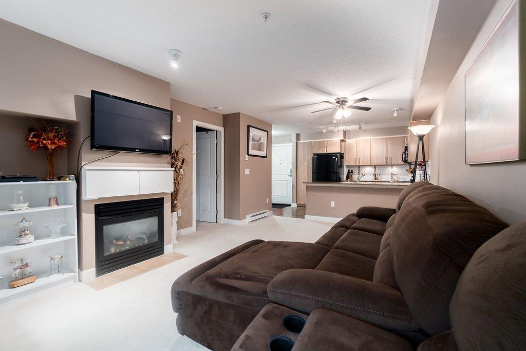 "Photo 9: Photos: 210 12020 207A Street in Maple Ridge: Northwest Maple Ridge Condo for sale in ""WESTBROOKE"" : MLS®# R2326157"