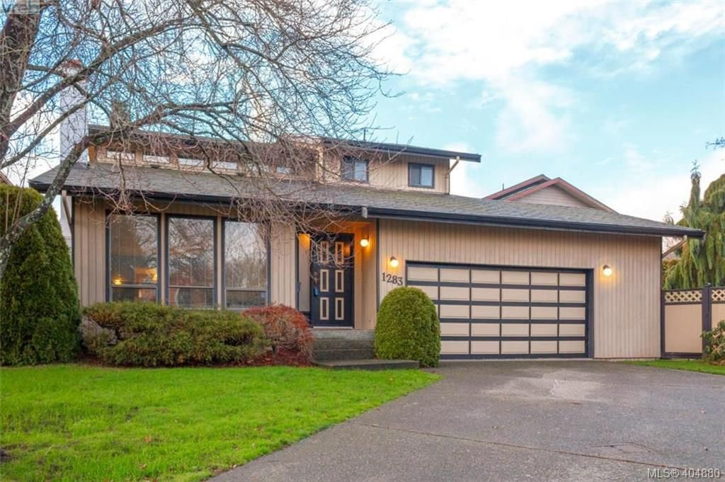 Main Photo: 1283 Santa Maria Pl in VICTORIA: SW Strawberry Vale House for sale (Saanich West)  : MLS®# 804520