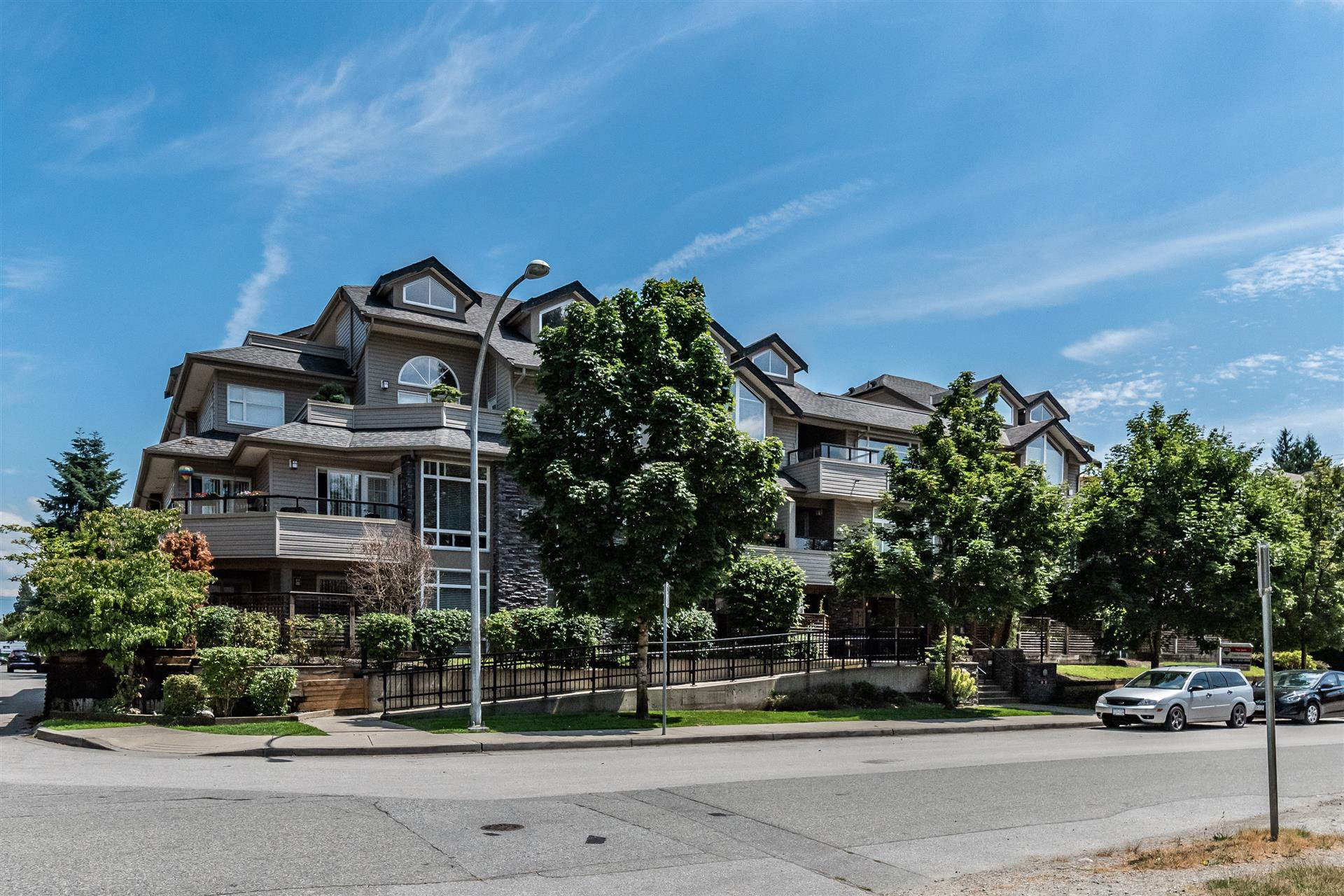 "Main Photo: 204 3150 VINCENT Street in Port Coquitlam: Glenwood PQ Condo for sale in ""BREYERTON"" : MLS®# R2383361"