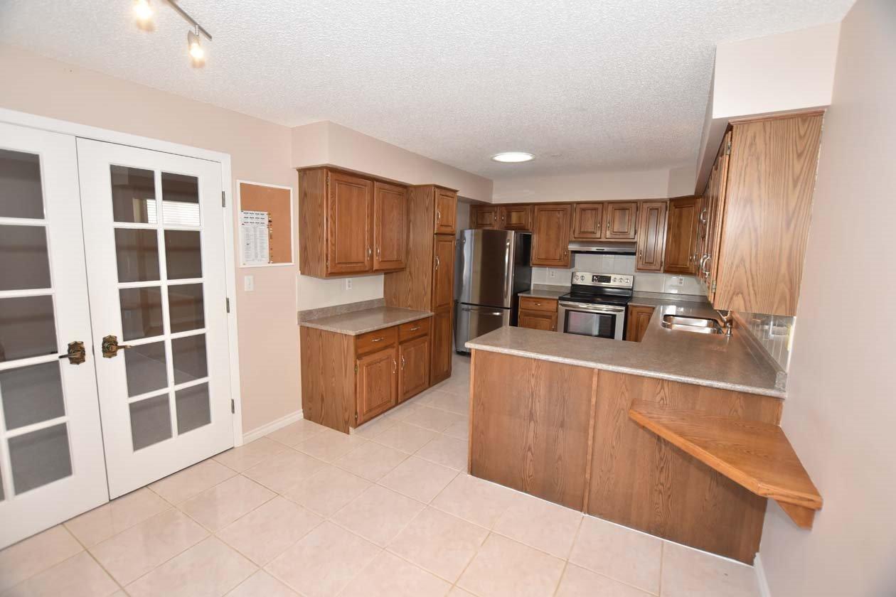 Photo 3: Photos: 26 WHITEOAKS Estates: St. Albert Townhouse for sale : MLS®# E4183337