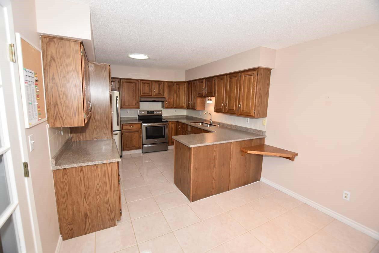 Photo 4: Photos: 26 WHITEOAKS Estates: St. Albert Townhouse for sale : MLS®# E4183337