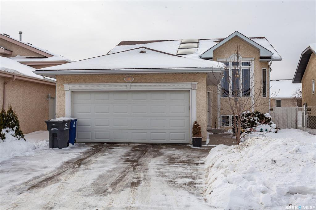 Main Photo: 643 Guenter Crescent in Saskatoon: Arbor Creek Residential for sale : MLS®# SK797818