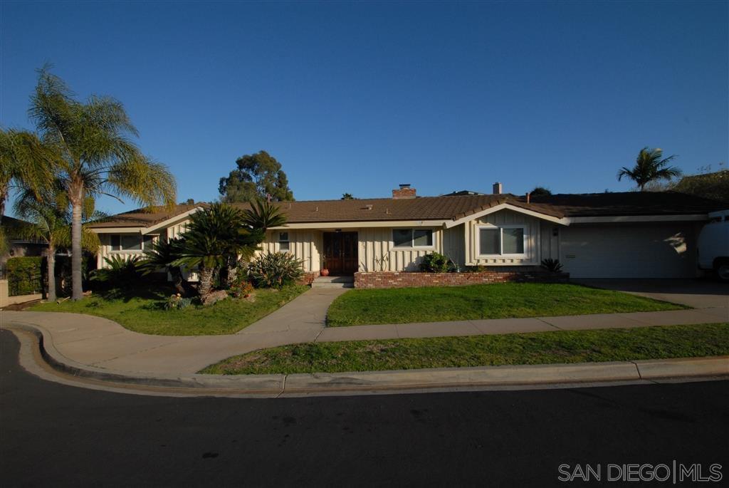Main Photo: DEL CERRO House for sale : 4 bedrooms : 5725 Trinity Pl in San Diego
