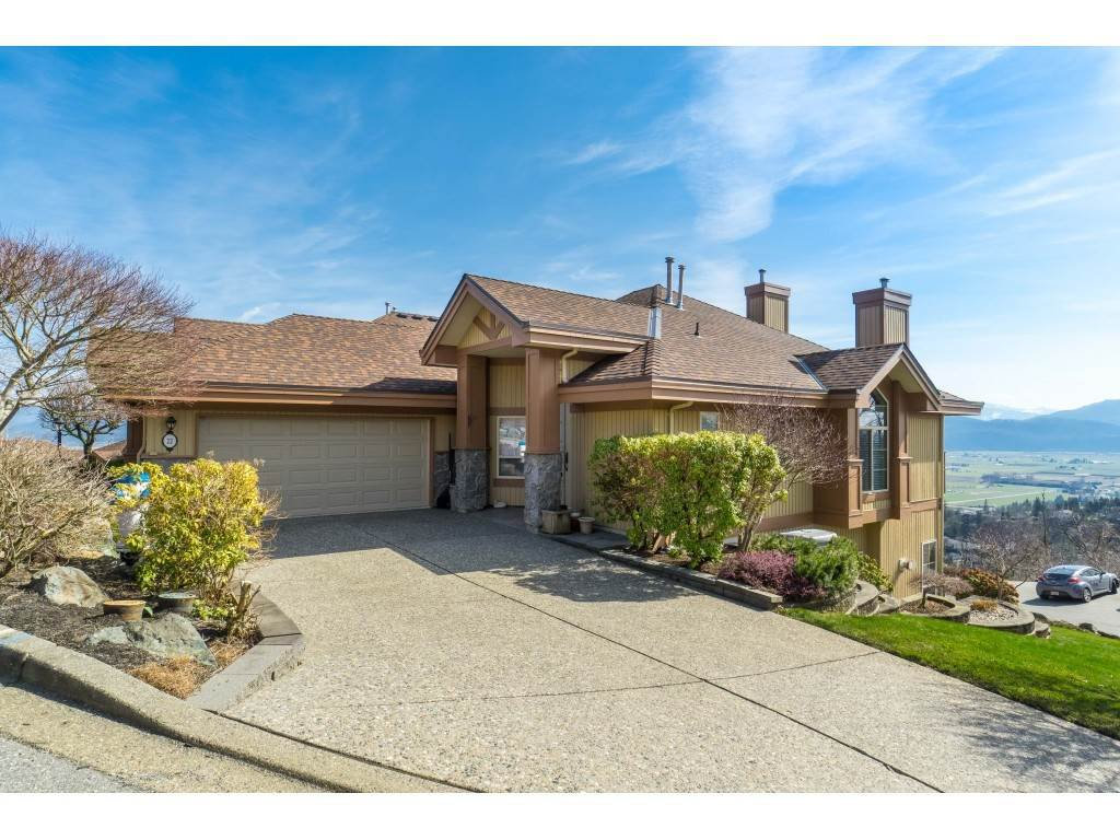 "Main Photo: 22 35931 EMPRESS Drive in Abbotsford: Abbotsford East Townhouse for sale in ""Majestic Heights"" : MLS®# R2446986"