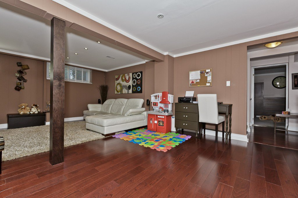 Photo 24: Photos: 1289 Daimler Road in Mississauga: Clarkson House (Bungalow-Raised) for sale : MLS®# W3028848
