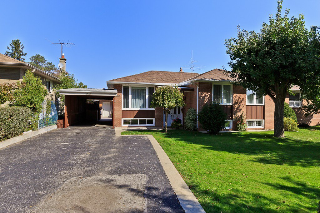 Photo 2: Photos: 1289 Daimler Road in Mississauga: Clarkson House (Bungalow-Raised) for sale : MLS®# W3028848