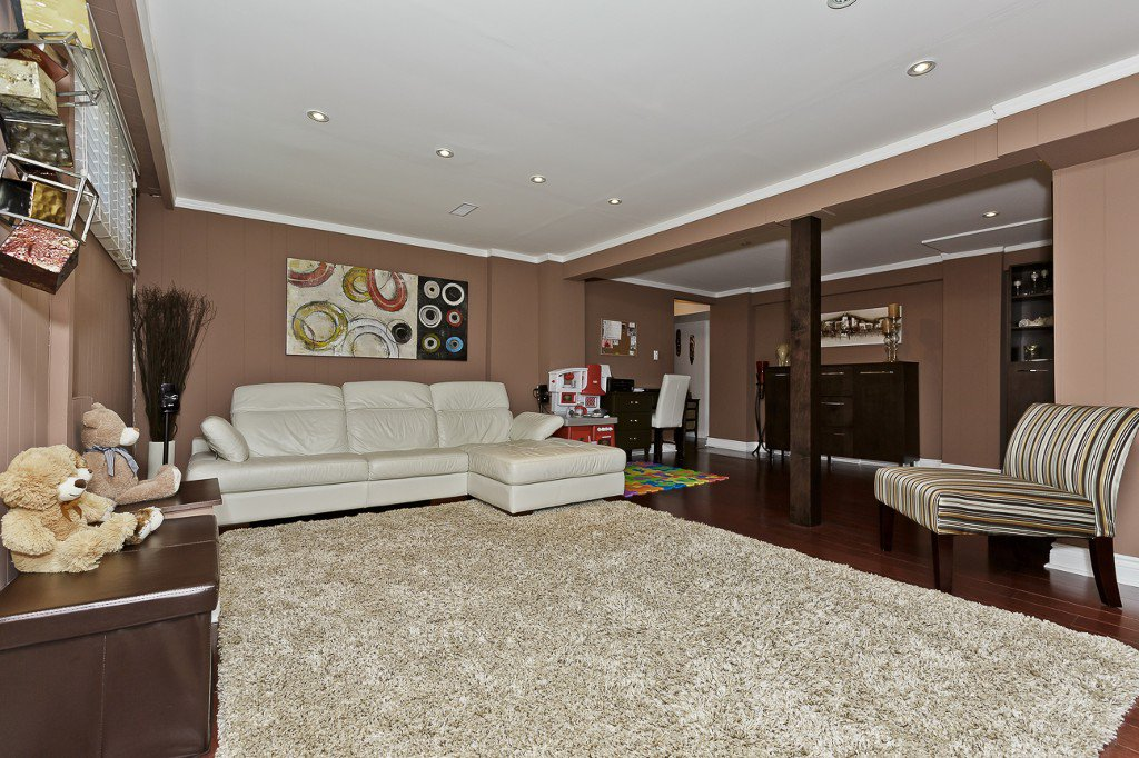 Photo 25: Photos: 1289 Daimler Road in Mississauga: Clarkson House (Bungalow-Raised) for sale : MLS®# W3028848