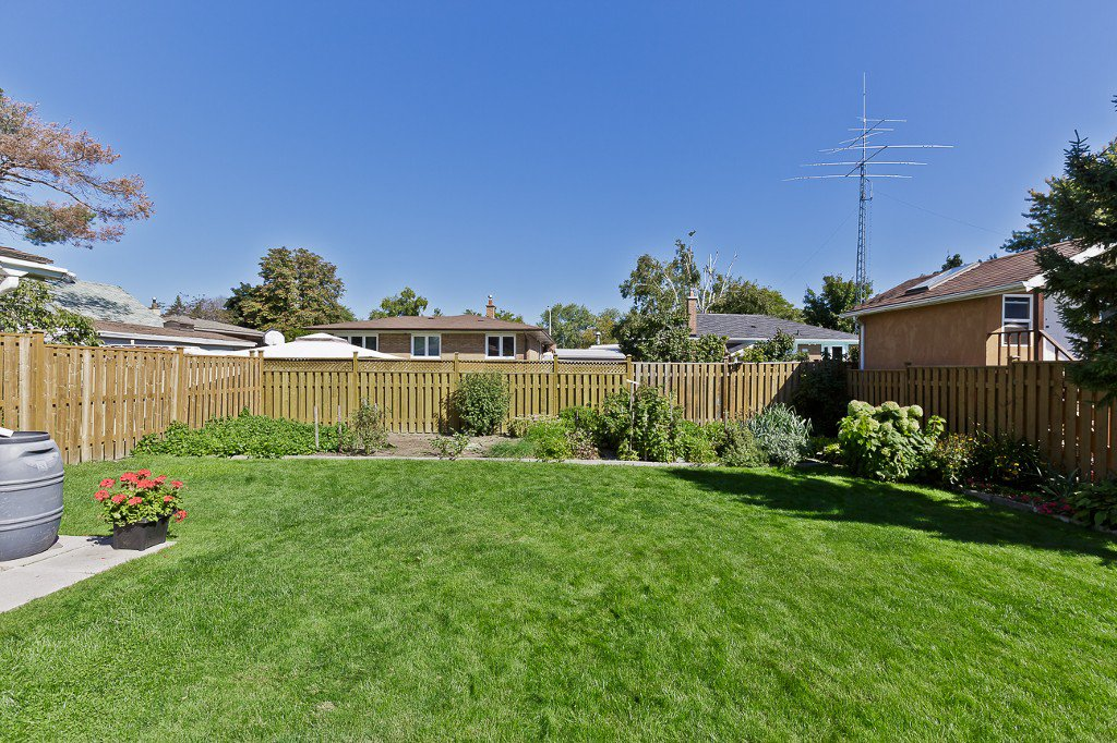 Photo 6: Photos: 1289 Daimler Road in Mississauga: Clarkson House (Bungalow-Raised) for sale : MLS®# W3028848