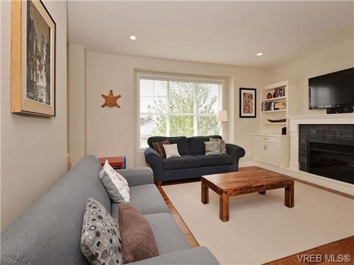 Main Photo: 4 1105 Esquimalt Rd in VICTORIA: Es Saxe Point Row/Townhouse for sale (Esquimalt)  : MLS®# 702866