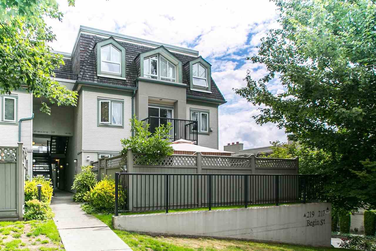 """Main Photo: 101 219 BEGIN Street in Coquitlam: Maillardville Townhouse for sale in """"PLACE FOUNTAINEBLEU"""" : MLS®# R2090733"""