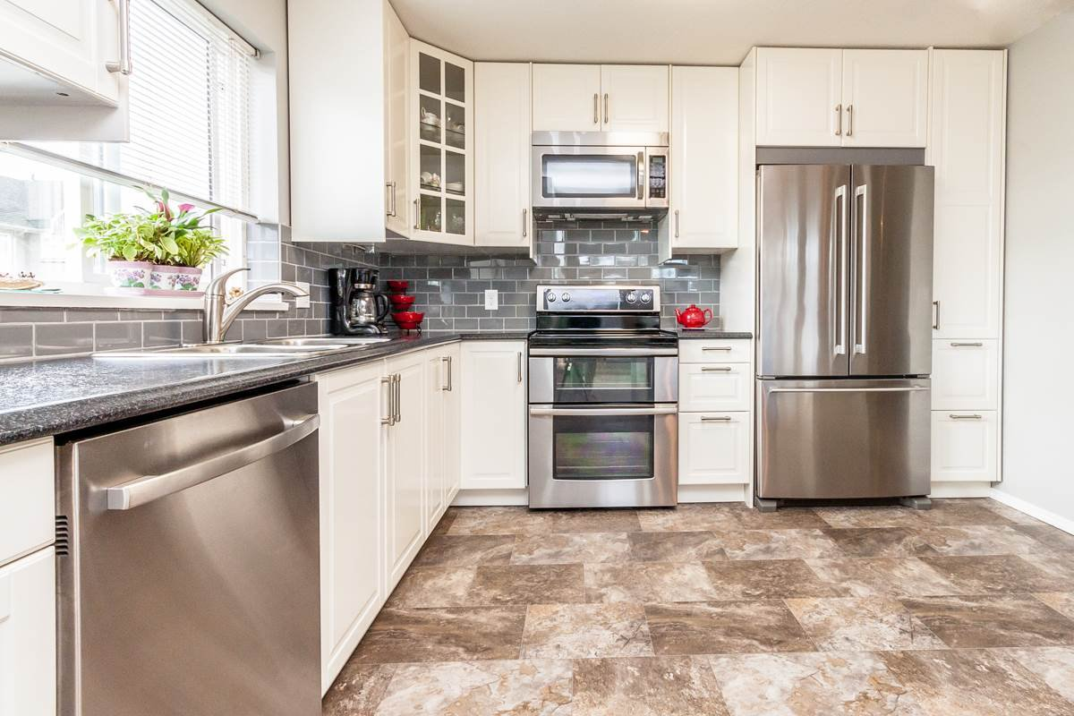 """Main Photo: 313 33738 KING Road in Abbotsford: Poplar Condo for sale in """"College Park"""" : MLS®# R2120645"""
