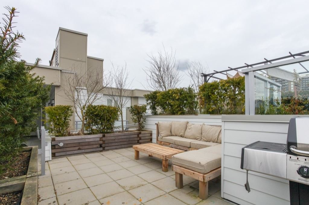 """Photo 8: Photos: PH5 388 KOOTENAY Street in Vancouver: Hastings East Condo for sale in """"VIEW 388"""" (Vancouver East)  : MLS®# R2150630"""