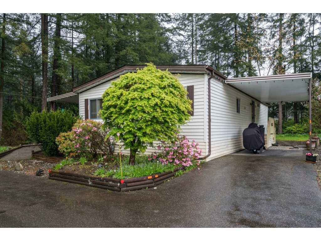 "Main Photo: 203 20071 24 Avenue in Langley: Brookswood Langley Manufactured Home for sale in ""Fernridge Park"" : MLS®# R2161731"