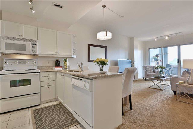 Main Photo: 301 600 E Eglinton Avenue in Toronto: Mount Pleasant East Condo for sale (Toronto C10)  : MLS®# C3815642