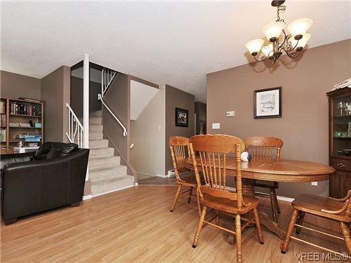 Main Photo: 9 933 Admirals Road in VICTORIA: Es Esquimalt Residential for sale (Esquimalt)  : MLS®# 322267