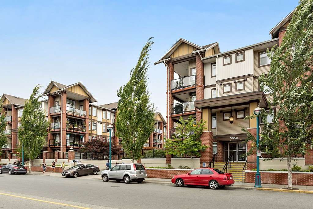 """Main Photo: 222 5650 201A Street in Langley: Langley City Condo for sale in """"Paddington Station"""" : MLS®# R2328368"""
