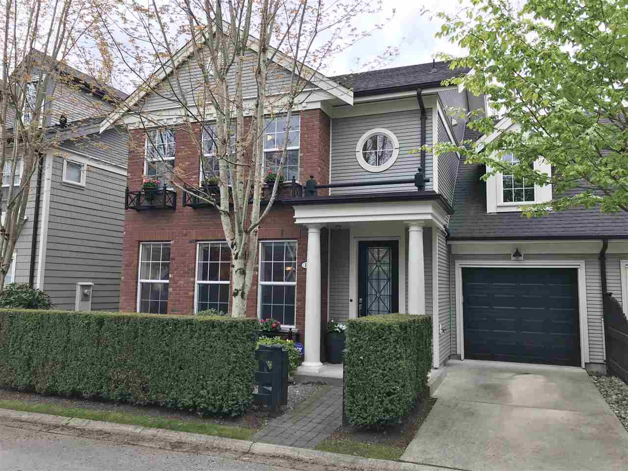 Main Photo: 18 19490 FRASER WAY in Pitt Meadows: South Meadows Townhouse for sale : MLS®# R2444045