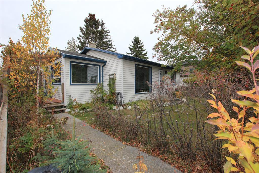 Main Photo: 7744 46 Avenue NW in Calgary: Bowness Detached for sale : MLS®# A1043313