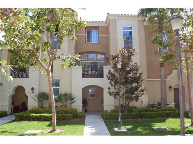Main Photo: POINT LOMA Townhouse for sale : 2 bedrooms : 2720 Evans #5 in San Diego