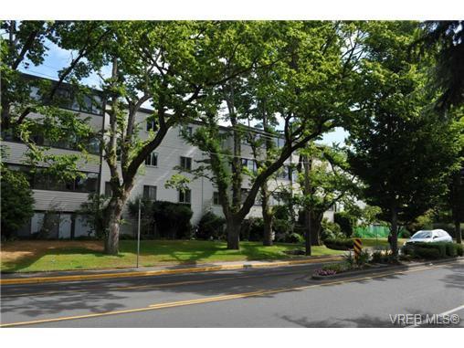 Main Photo: 206 1124 Esquimalt Road in VICTORIA: Es Rockheights Condo Apartment for sale (Esquimalt)  : MLS®# 353931