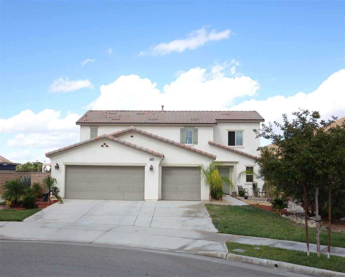 Main Photo: TEMECULA House for sale : 4 bedrooms : 34207 Sundew Ct in Lake Elsinore