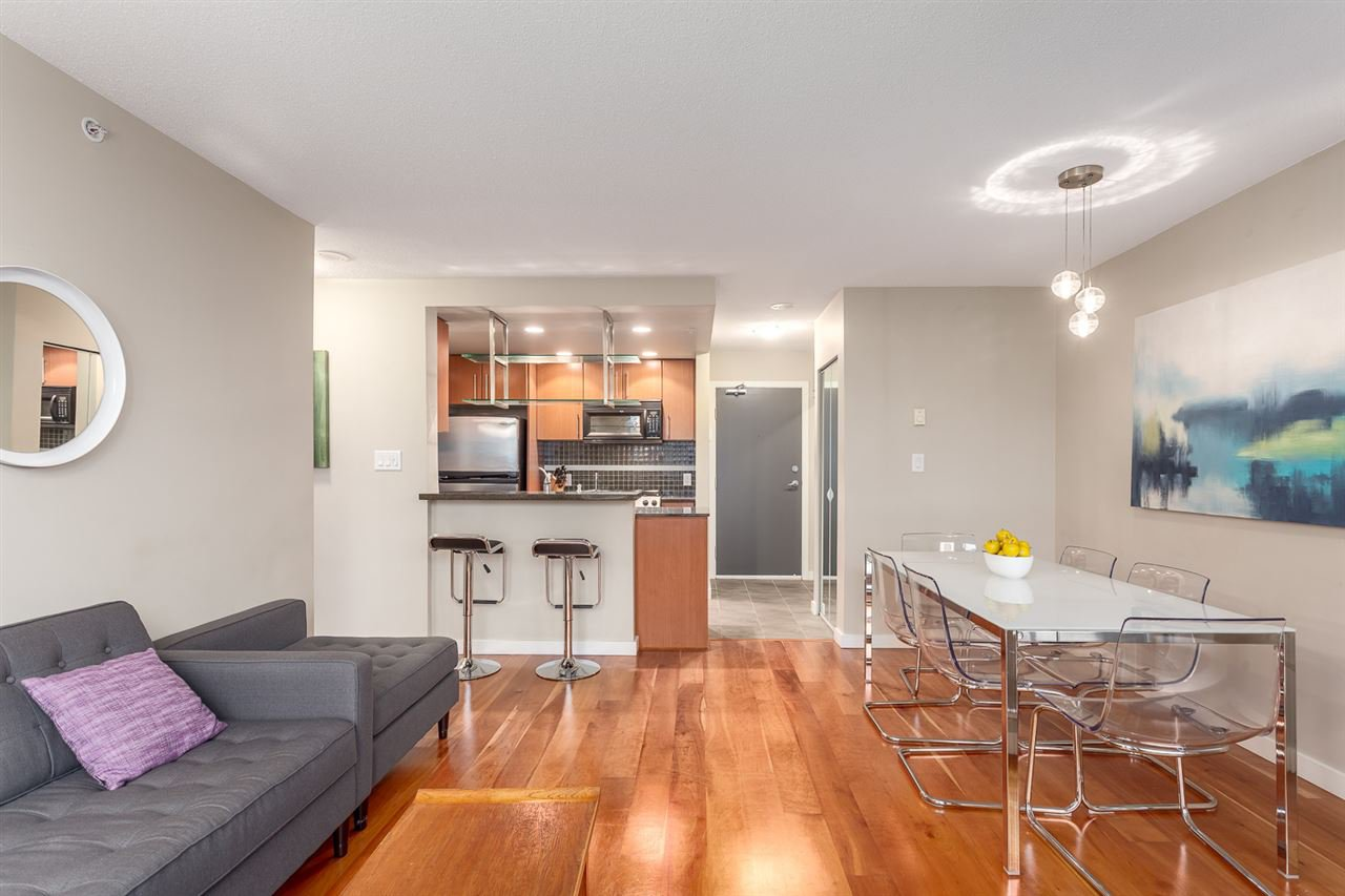 Photo 8: Photos: 705 550 PACIFIC Street in Vancouver: Yaletown Condo for sale (Vancouver West)  : MLS®# R2017083