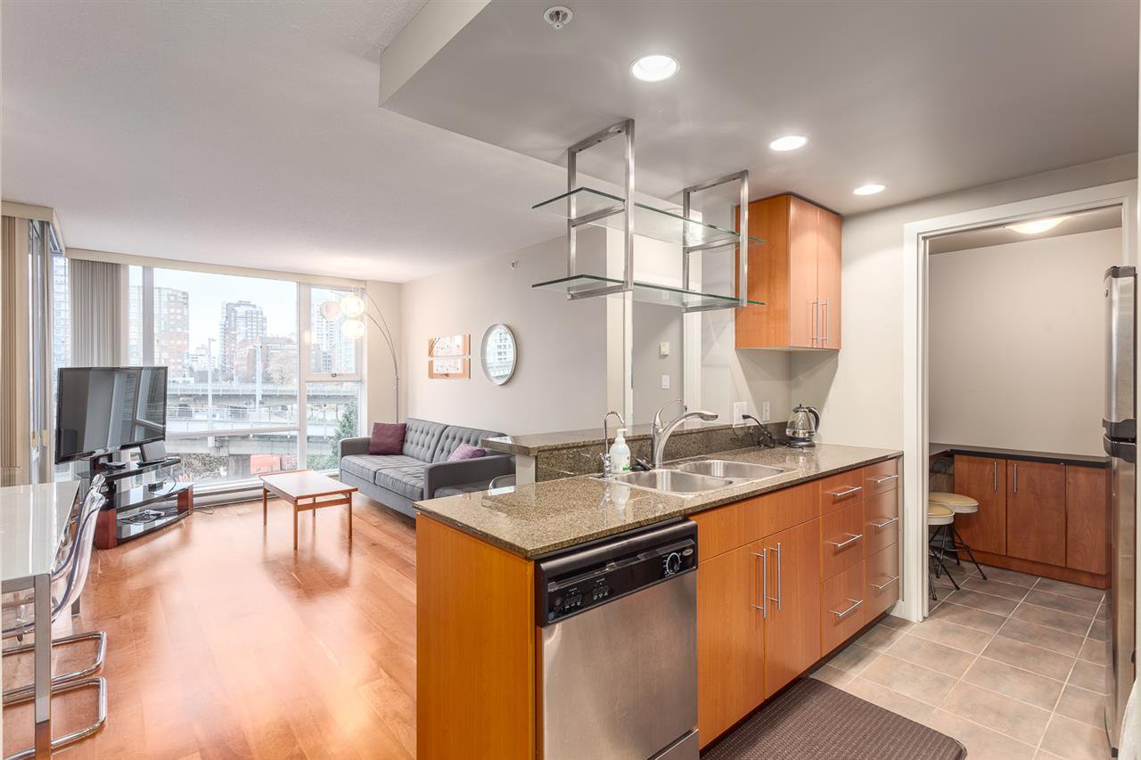 Photo 2: Photos: 705 550 PACIFIC Street in Vancouver: Yaletown Condo for sale (Vancouver West)  : MLS®# R2017083