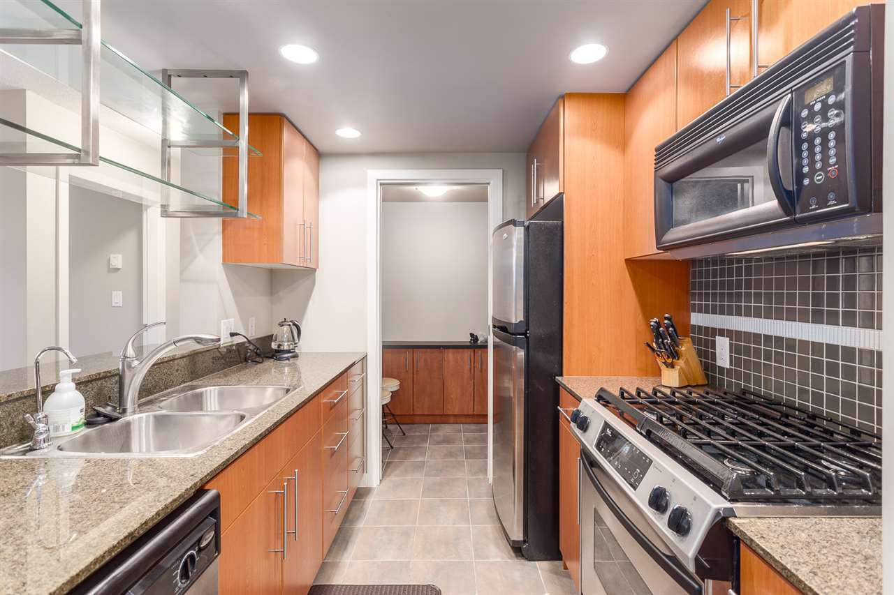 Photo 3: Photos: 705 550 PACIFIC Street in Vancouver: Yaletown Condo for sale (Vancouver West)  : MLS®# R2017083