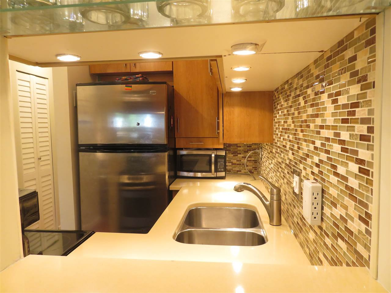 """Photo 7: Photos: 101 1930 W 3RD Avenue in Vancouver: Kitsilano Condo for sale in """"WESTVIEW"""" (Vancouver West)  : MLS®# R2169188"""