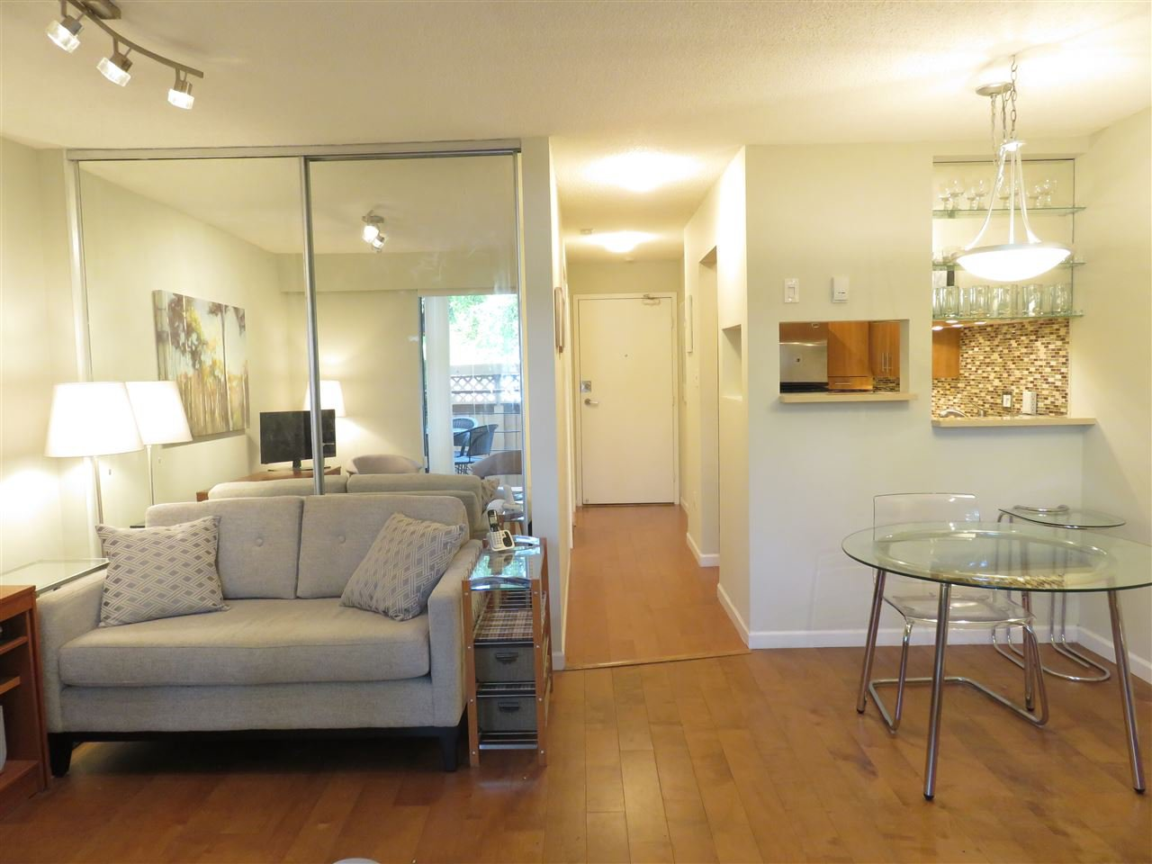 """Photo 5: Photos: 101 1930 W 3RD Avenue in Vancouver: Kitsilano Condo for sale in """"WESTVIEW"""" (Vancouver West)  : MLS®# R2169188"""