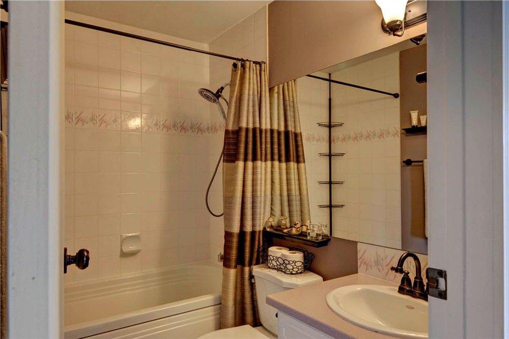 Photo 12: Photos: 110 DEERFIELD Terrace SE in Calgary: Deer Ridge House for sale : MLS®# C4123944