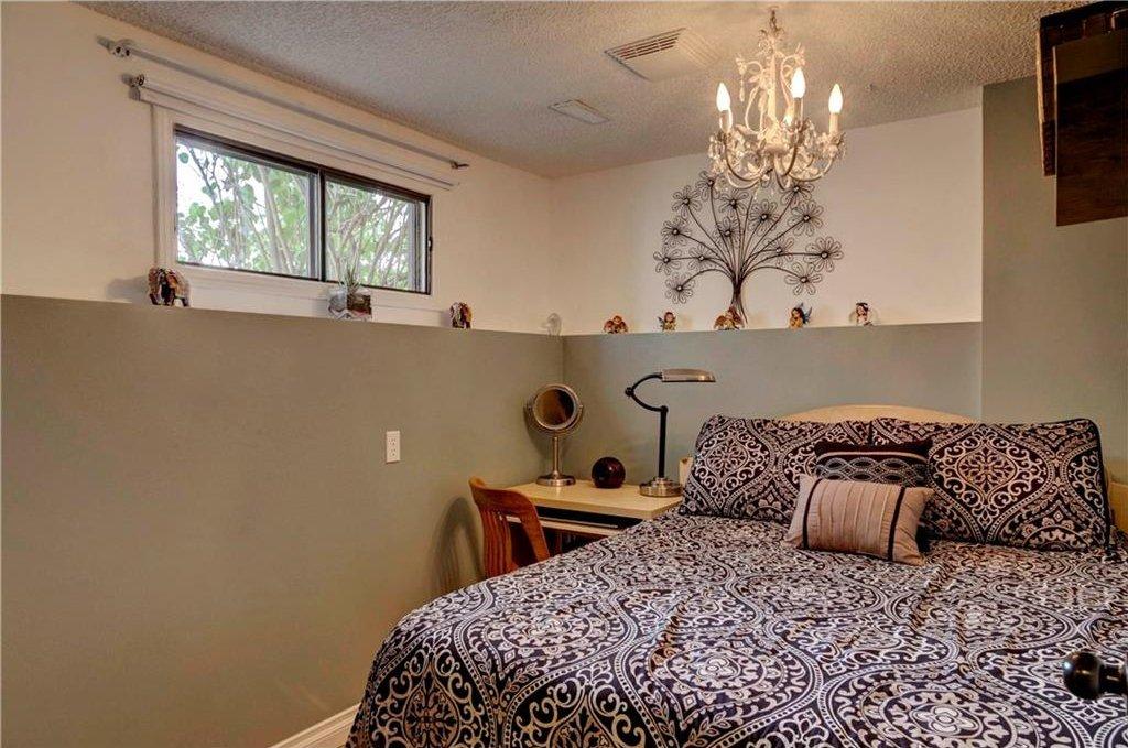 Photo 19: Photos: 110 DEERFIELD Terrace SE in Calgary: Deer Ridge House for sale : MLS®# C4123944