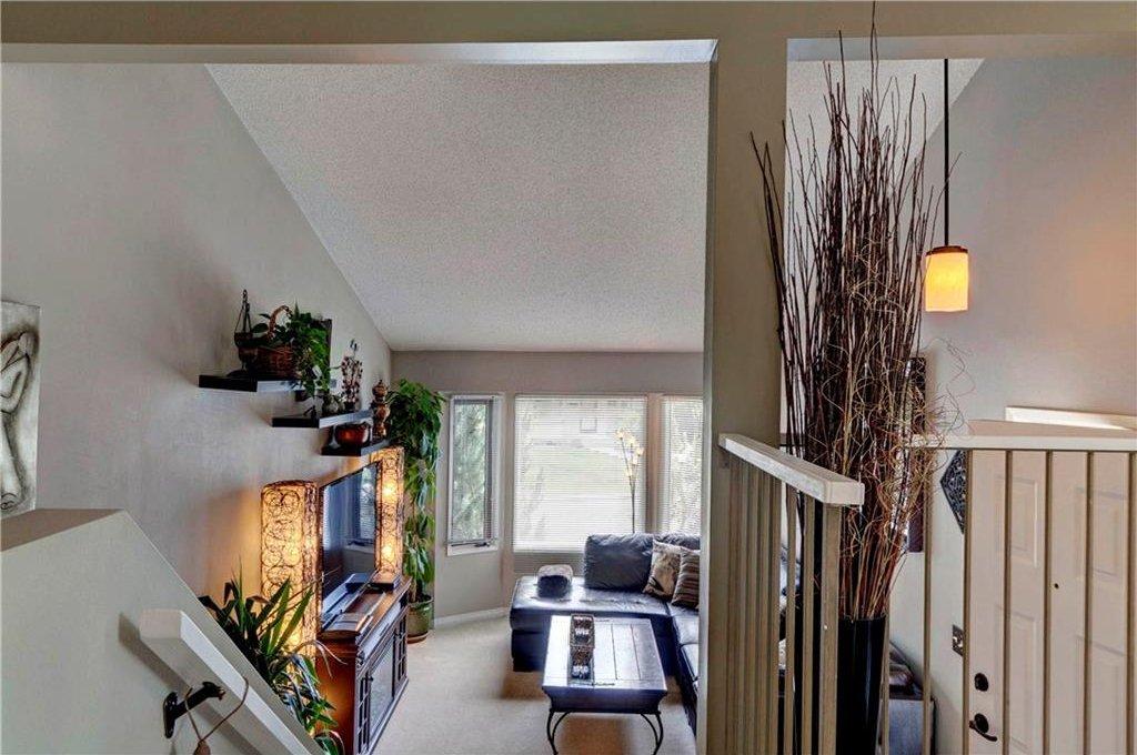 Photo 5: Photos: 110 DEERFIELD Terrace SE in Calgary: Deer Ridge House for sale : MLS®# C4123944