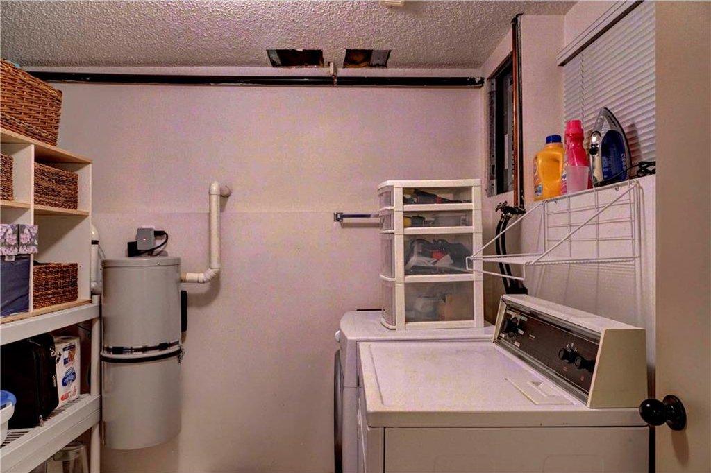 Photo 16: Photos: 110 DEERFIELD Terrace SE in Calgary: Deer Ridge House for sale : MLS®# C4123944