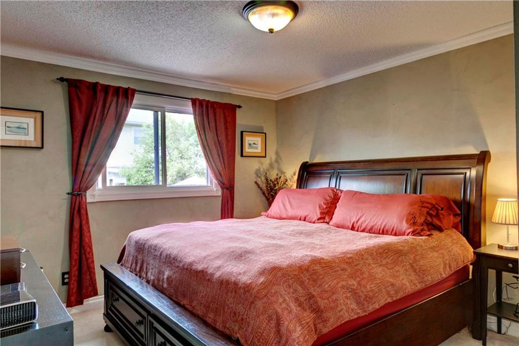Photo 11: Photos: 110 DEERFIELD Terrace SE in Calgary: Deer Ridge House for sale : MLS®# C4123944