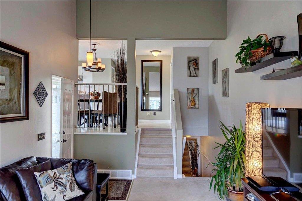 Photo 2: Photos: 110 DEERFIELD Terrace SE in Calgary: Deer Ridge House for sale : MLS®# C4123944