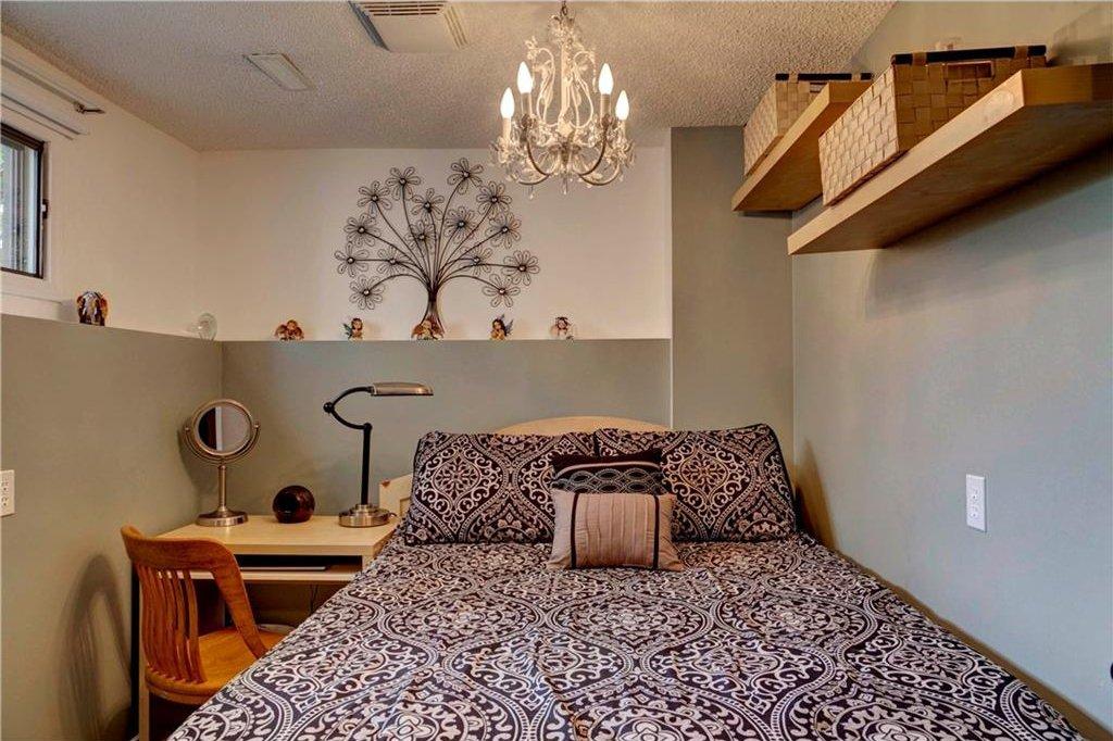 Photo 18: Photos: 110 DEERFIELD Terrace SE in Calgary: Deer Ridge House for sale : MLS®# C4123944