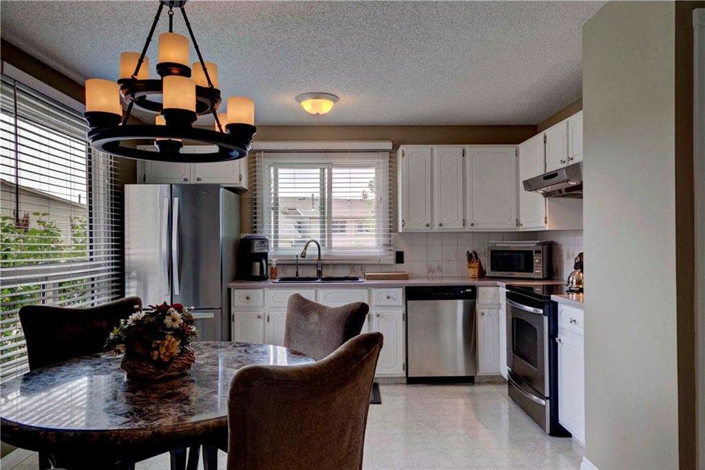Photo 4: Photos: 110 DEERFIELD Terrace SE in Calgary: Deer Ridge House for sale : MLS®# C4123944