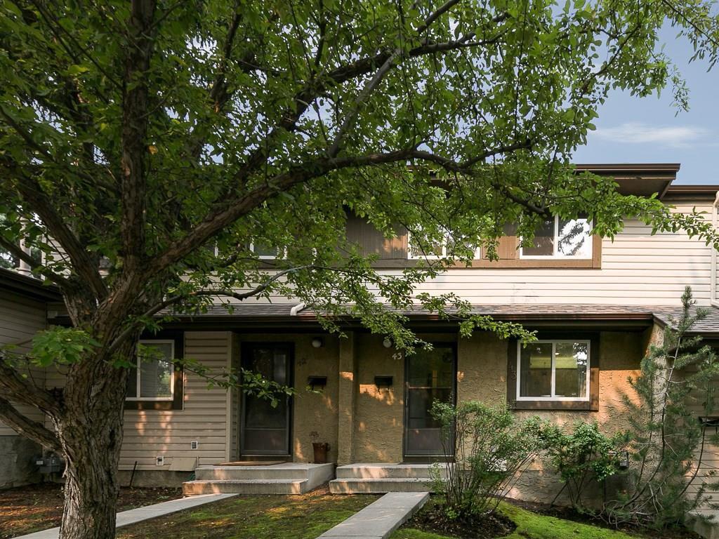 Main Photo: 43 310 BROOKMERE Road SW in Calgary: Braeside House for sale : MLS®# C4128783